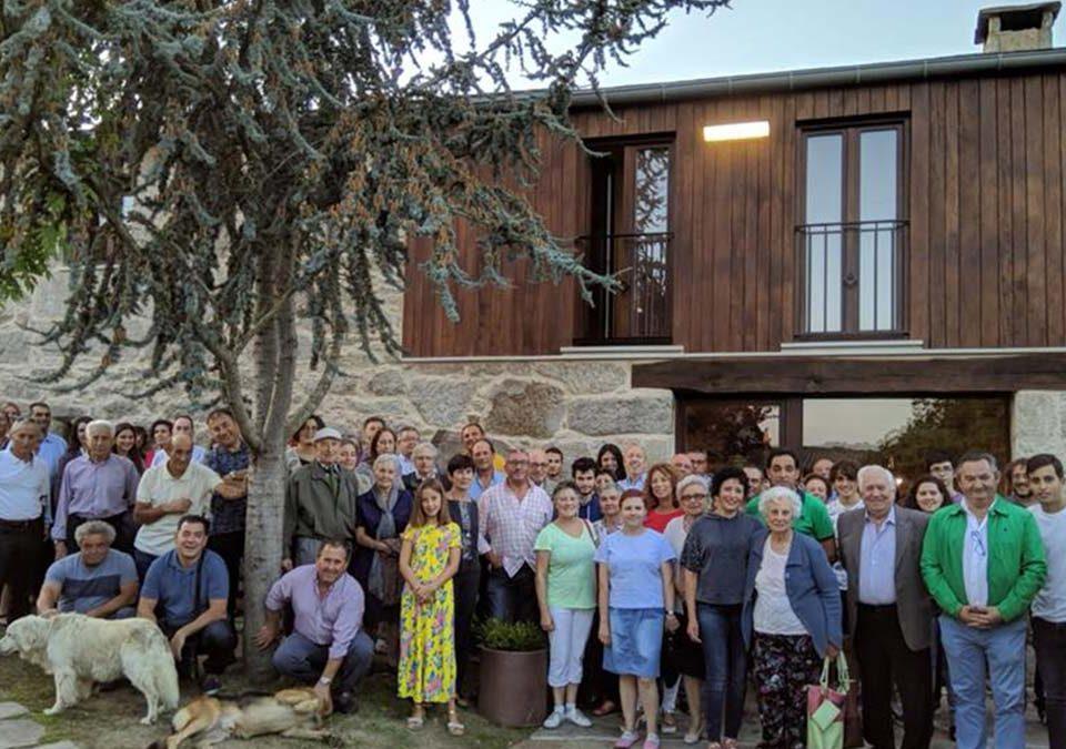 Asistentes al acto de inauguración del albergue. EP